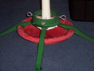 Det er både nemt og billigt at lave sin egen juletræsfod - bare man ved hvordan!