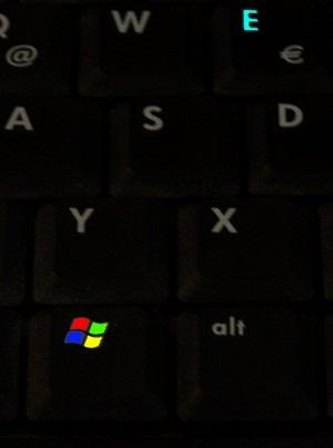 Ved først at trykke og holde Windows-tasten og så samtidig trykke kort på bogstavet 'E' åbner man et nyt Explorer vindue.